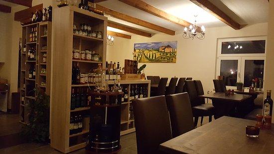 Dornum, Tyskland: Pizzeria bei Angelo ( Der gemütliche Innenraum)