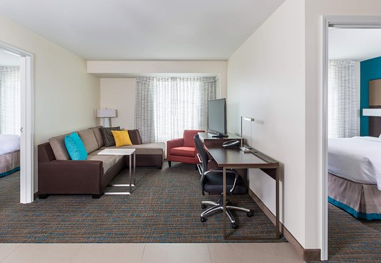 Niles, OH: Two-Bedroom Suite