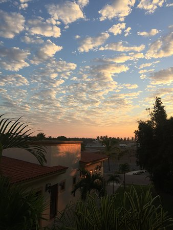 Estrella Del Mar Golf & Beach Resort: sunrise from hotel room