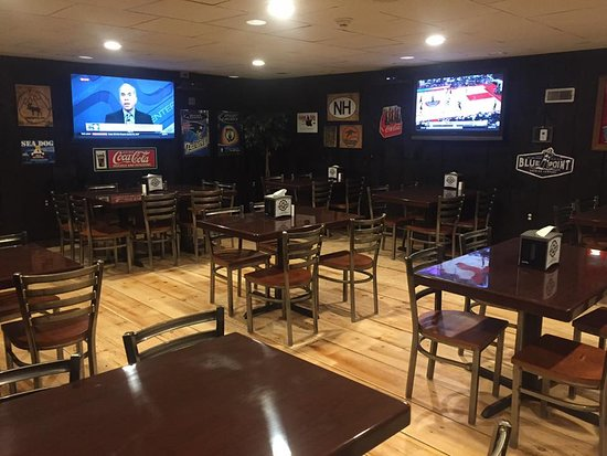 Woodstock, Nueva Hampshire: plenty of seating for kids and adults and lots of TVs