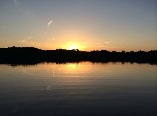 Hastings, MI: Leach Lake Cabins & Resort