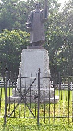 Temperanceville, VA: Statue