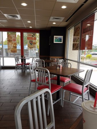 Crestview, FL: seating area