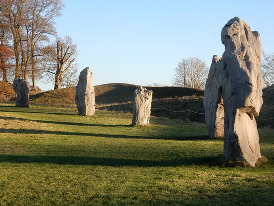 Avebury, UK: Part of the main circle, all inside the ditch.