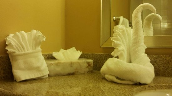 Best Western Orlando Gateway Hotel: You would not dare to use these towels.