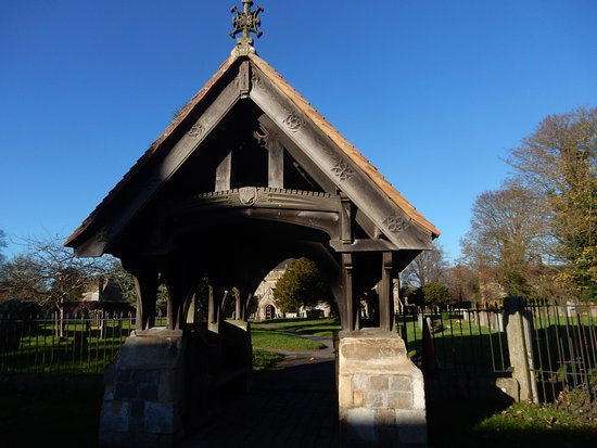 Avebury, UK: Sturdy and decorative lych gate.