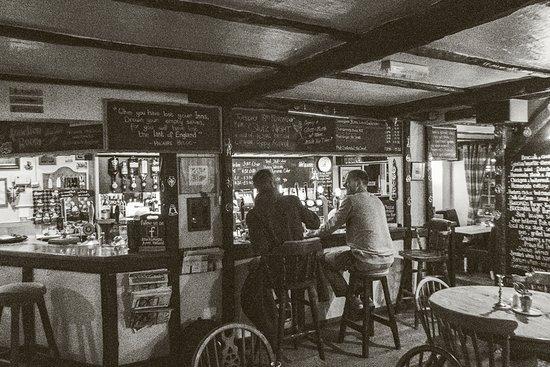Halland, UK: Friendly bar