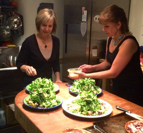 Поттстаун, Пенсильвания: Preparing the Salad Course for our Guests
