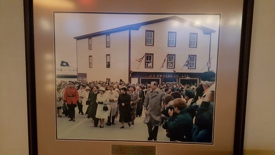 The Harbour Quarters Inn : The Queen was here