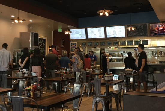 Aliso Viejo, Kaliforniya: Serving Line