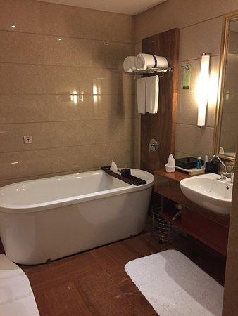 Camera da letto e bagno - Picture of Marco Polo Jinjiang, Jinjiang ...