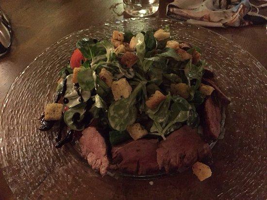 Bensheim, Germany: Sehr gemütliches Beisammensein am Abend mit Freunden bei einem leckeren Salat und guten Wein