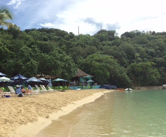 Water Island, St. Thomas: The beach at Dinghy's