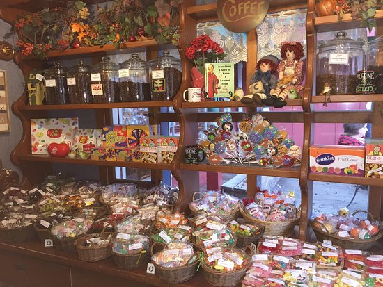 Three Rivers, CA: All types of candies and gifts
