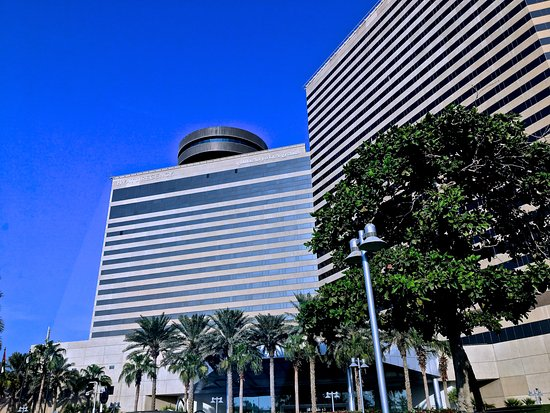 Das Hyatt Regency Dubai Mit Dem Al Dawaar Revolving Restaurant Auf