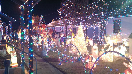Holly Hill, FL: Thanksgiving until Christmas... Best light show around!