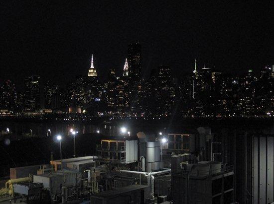 Ravel Hotel: Manhattan Skyline