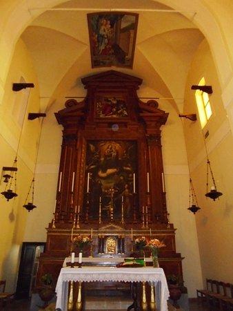 Acireale, Italia: Altare e presbiterio