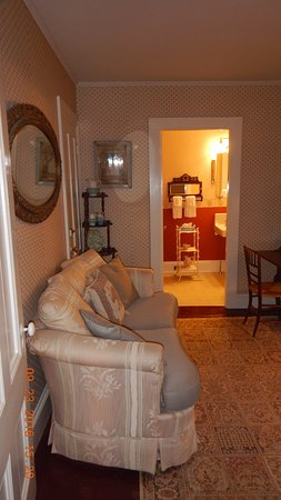 Southwest Harbor, Μέιν: The parlor in my suite.