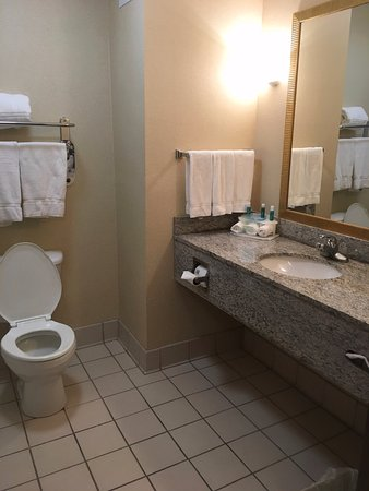 Enterprise, AL: Clean, spacious bathroom