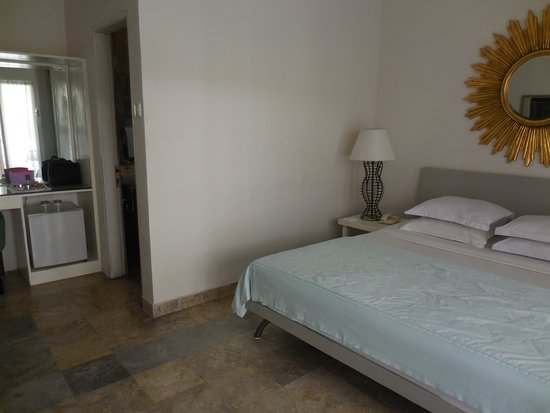 Bali Court Hotel and Apartments: Bedroom ... kingsize