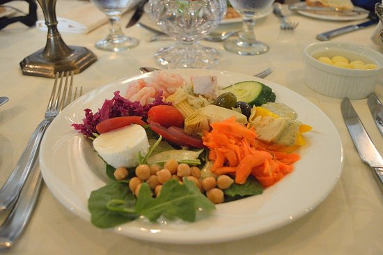 Vaudreuil-Dorion, Canadá: Offerings from the salad bar. Decent but not spectacular.