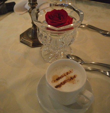 Vaudreuil-Dorion, Canada: Cappuccino. As with everthing else, did NOT hit the spot.