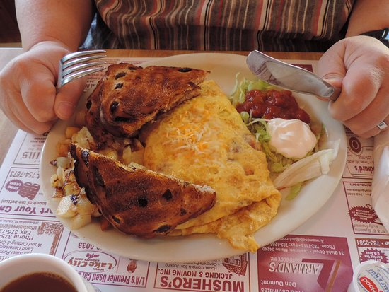 Auburn, ME: Chicamunga Omelette special was spiced perfectly