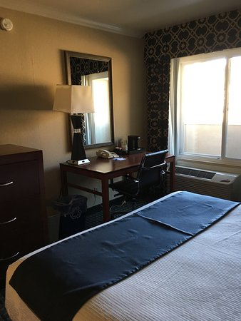 BEST WESTERN PLUS Marina Shores Hotel: Our Room