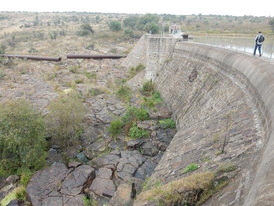 El Charco del Ingenio: The dam