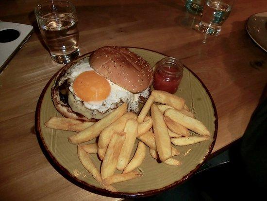 Laugarvatn, Islandia: Efsti-Dalur burger