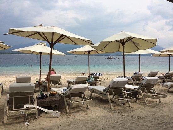 Scallywags Beach Club: photo0.jpg