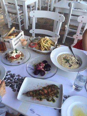 Plaka, Grecia: zucchini chips, risotto, salad, beet root etc!