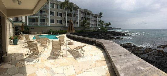 Hale Kona Kai Condominiums: Lovely heated salt water pool