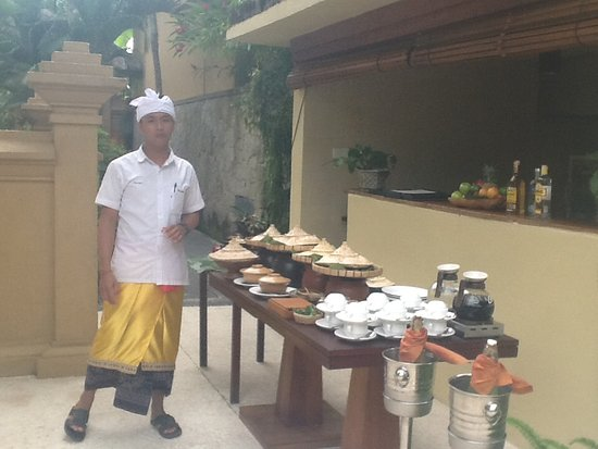 Komaneka at Monkey Forest: Afternoon free tea round the pool area