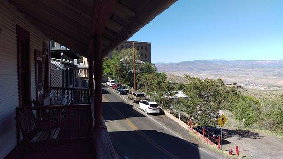 Ghost City Inn : Porch view