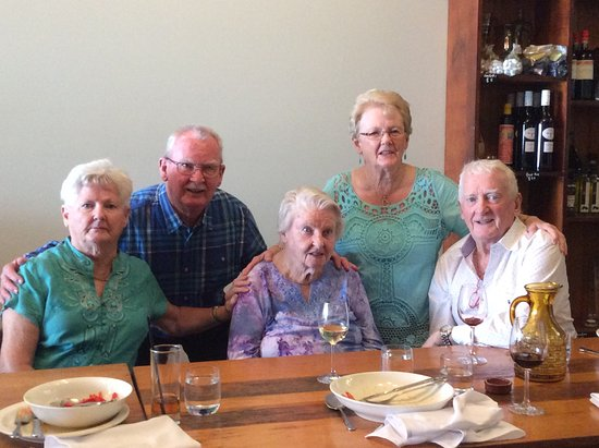 Wyong, Australia: Brothers and sisters together