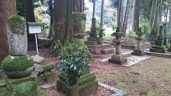 Shunan, Japan: 歴代住職の墓所