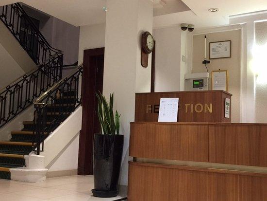 Astor Court Hotel: В отеле