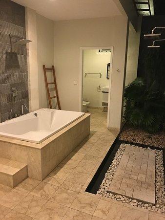 Puri Mas Boutique Resort & Spa: Ванная на вилле