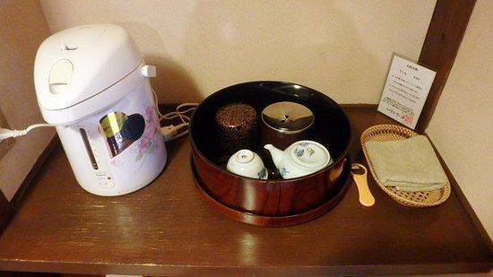 Soan Kosumosu: 房間內的泡茶器具