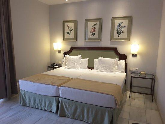 Hotel San Gil: Chambre de l'hôtel San Gil.