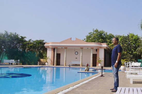 Other side of the pool picture of rkn beach resort pondicherry tripadvisor for Hotels with swimming pool in pondicherry