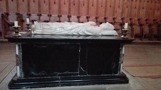 La Chaise-Dieu, فرنسا: sepolcro di Clemente VI