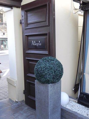 L'Allegria: outside door