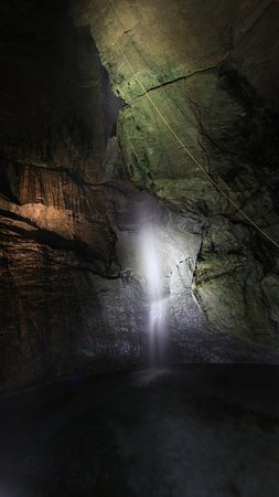 Sumita-cho, Japan: 天の岩戸の滝(滝観洞)