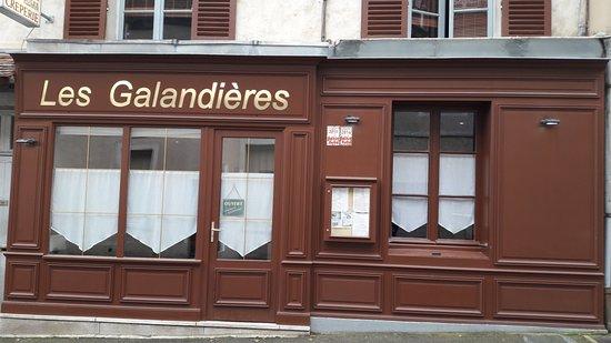Dourdan, France: Façade