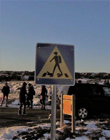 Hafnarfjordur, أيسلندا: Unusual road crossing sign