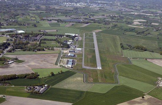 Vliegveld Teuge waar veel te zien en te doen is in de luchtvaart. Teuge Airport Tour leidt u ron