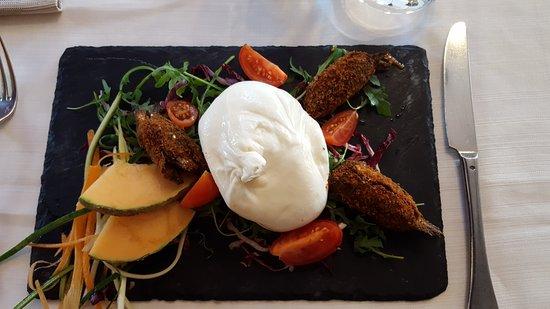 Сесто-Календе, Италия: Burrata del novarese con acciughe ripiene 😆